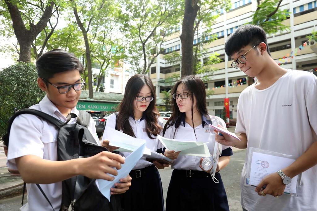 Đạt 18 - 20 điểm khối D nên chọn thi trường nào ở Hà Nội?