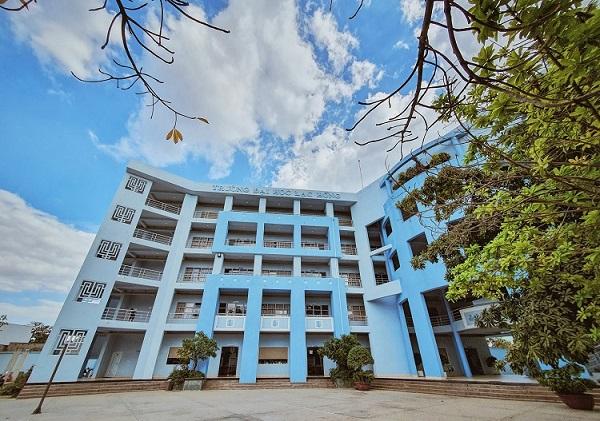 Review trường Đại học Lạc Hồng