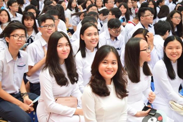 Thống kê học phí lớp 10 các trường THPT ở TP HCM