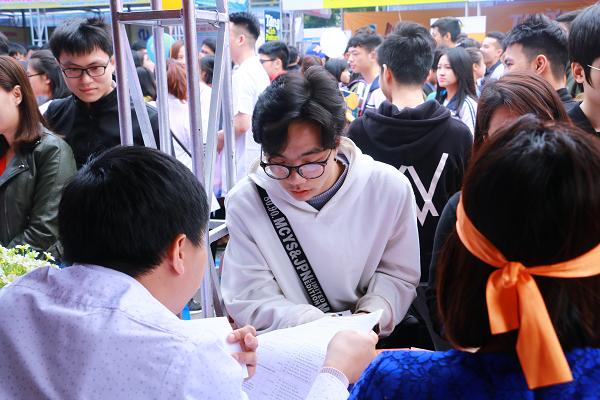 Chưa có căn cước công dân có được dự thi tốt nghiệp THPT 2021 không?
